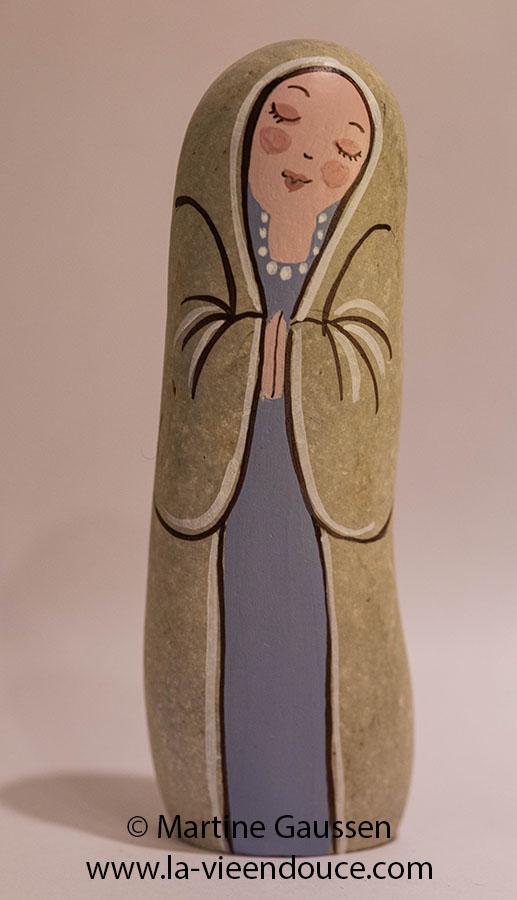 Le santon Marie en galet