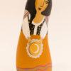 Le santon la bohémienne, peint sur galet retaille puis verni