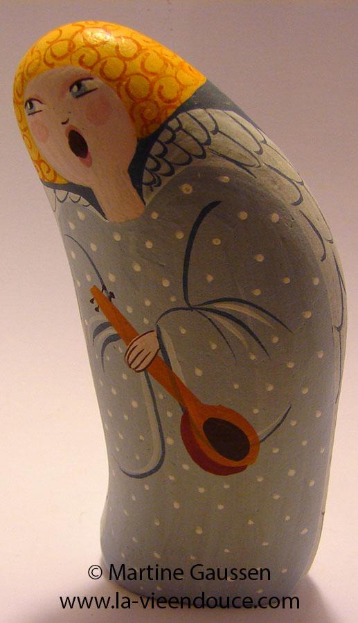 Le santon galet l'Ange, l'un des santons principaux de la nativite