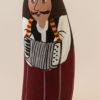 Dans le groupe des musiciens , il y a le santon l'accordéoniste , le violoniste et les chanteurs.
